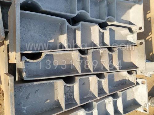 辽宁铸铁护栏支架订做 河北泊泉机械加工厂家