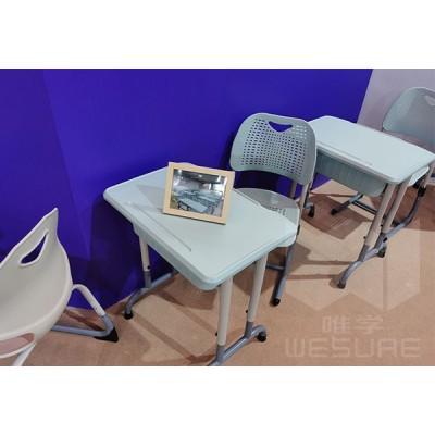 仲达塑胶 儿童塑料课桌椅生产厂家 学生单人课桌椅批发价