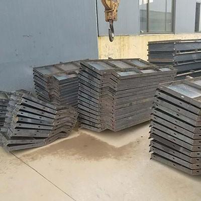 武汉混凝土防撞墙模具 钢防撞墙模具 生产工艺